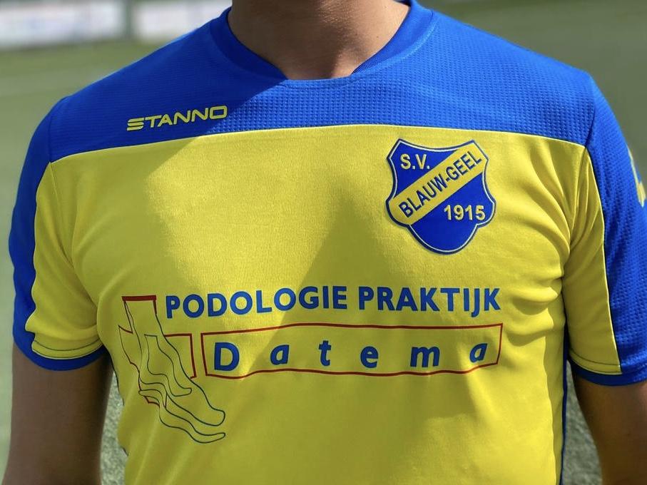 Standaardelftallen in nieuwe tenues